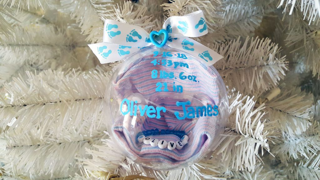 Baby Ornaments Featured Image - Celebrate Your Baby's Birthday With A DIY Newborn Ornament