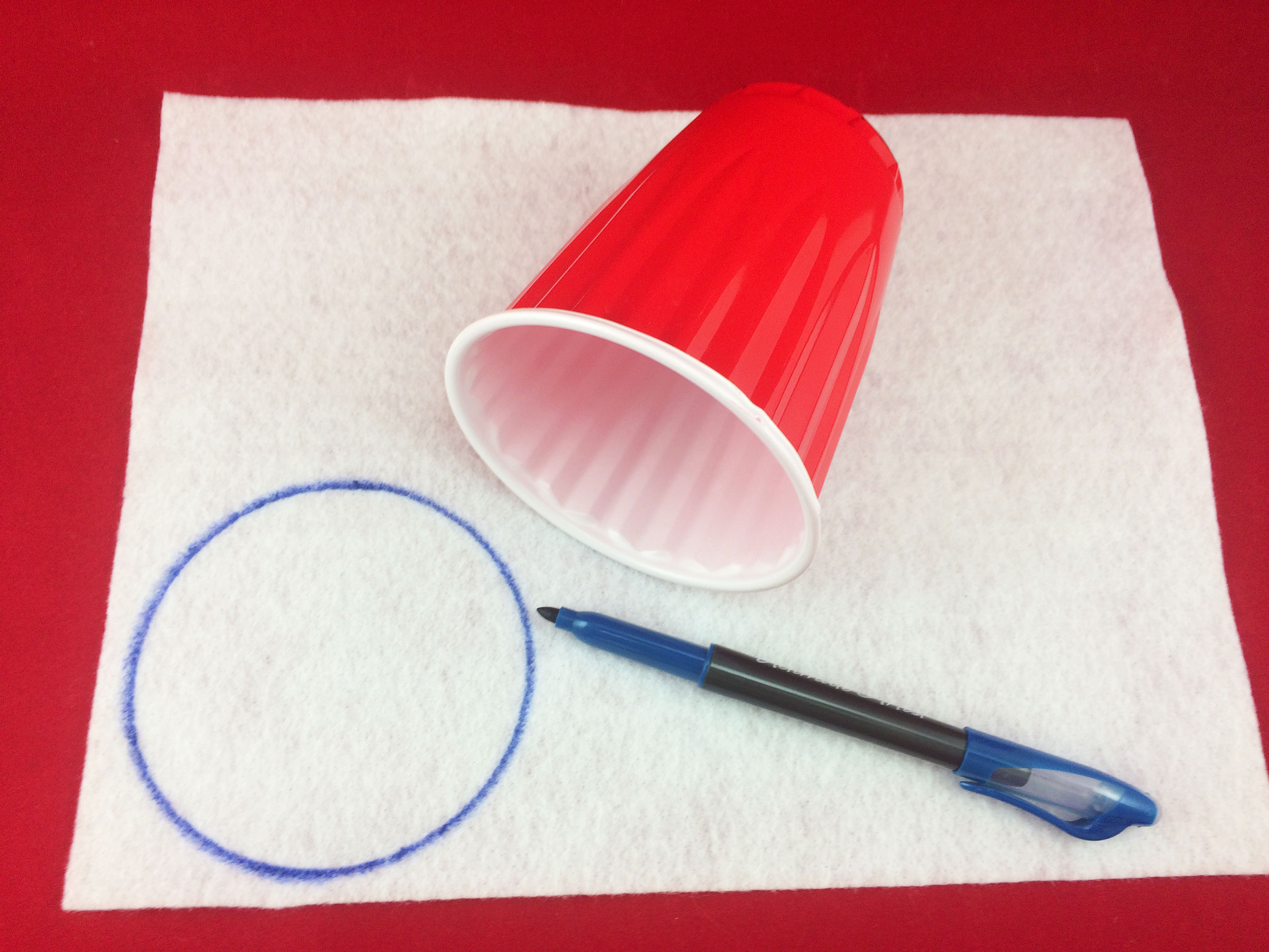 Traced circle on felt by blue marker. | OrnamentShop.com