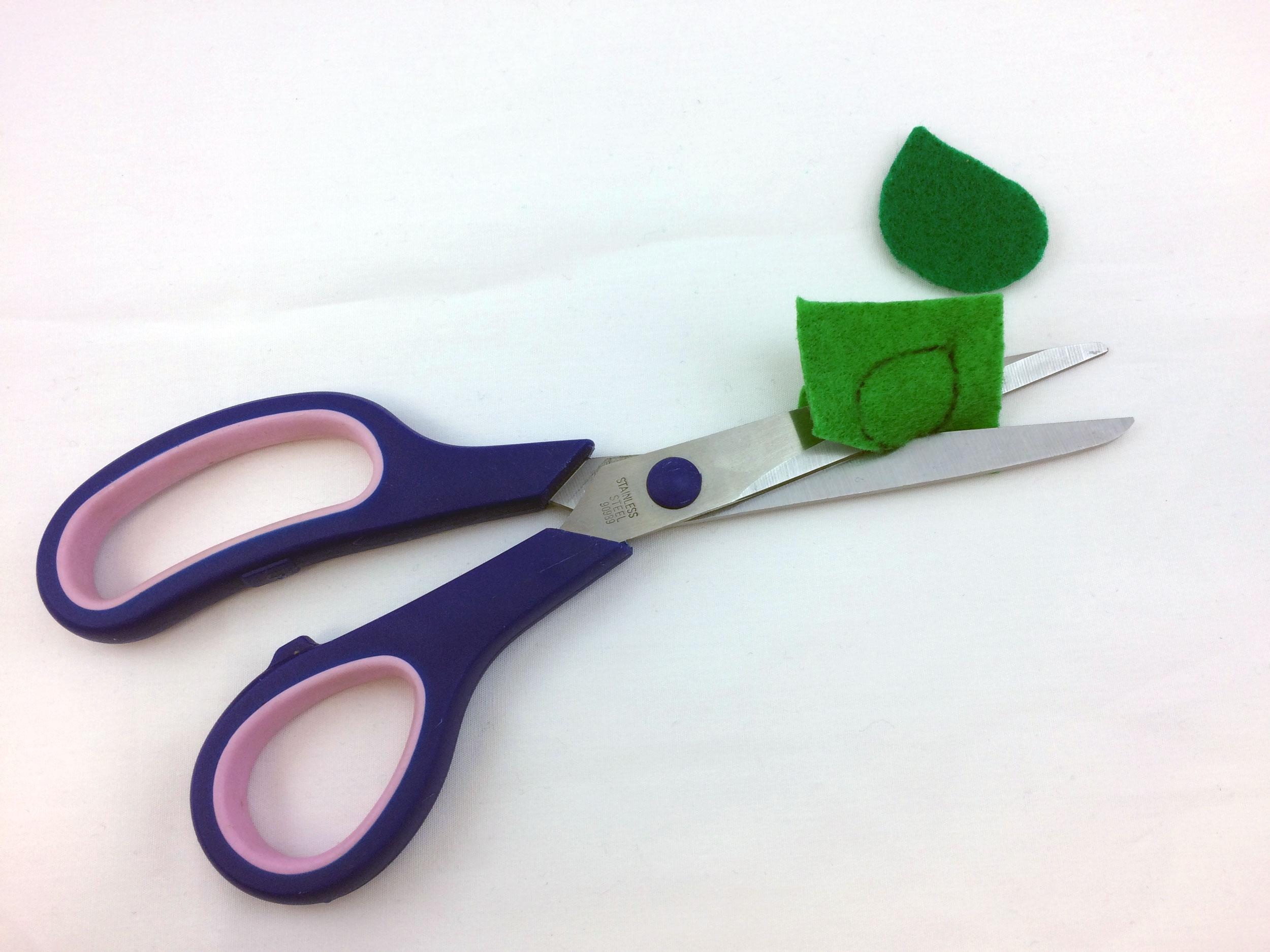 Cut two felt leaves | Ornament Shop